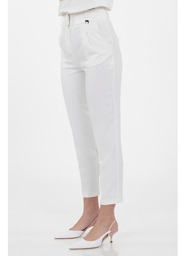 Vitrin Yüksek Bel Havuç Pantolon Beyaz